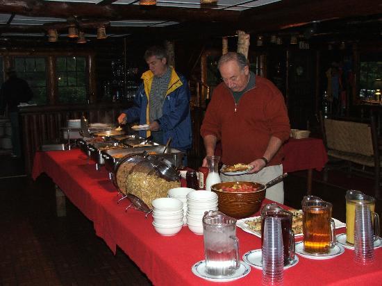 Sprucewold Lodge : The Breakfast Buffet