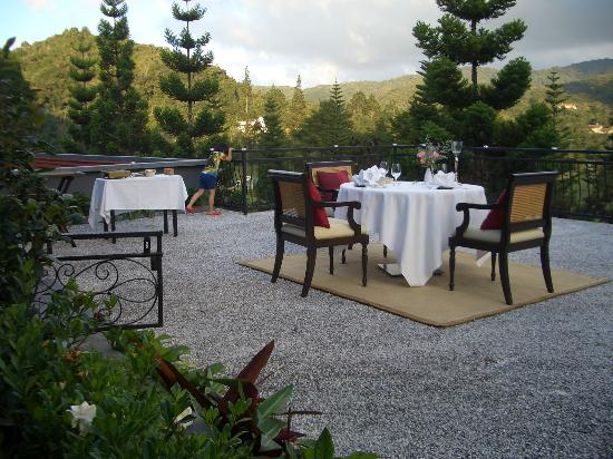 Cameron Highlands Resort: Special dining setup on top of the terrace, just above the lobby stairscase - romantic or what?