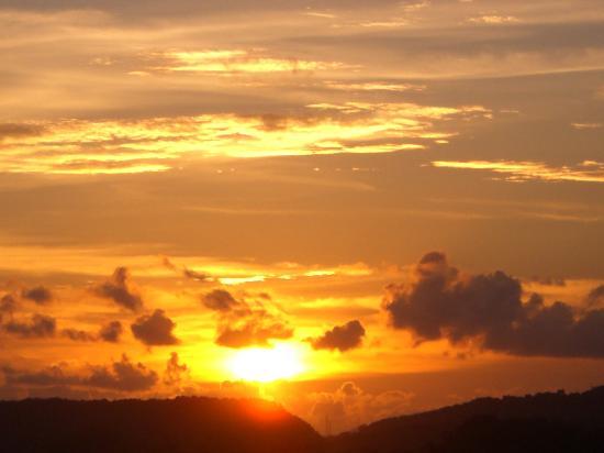 Pavilion Queen's Bay: Coucher de soleil vu de l'hôtel