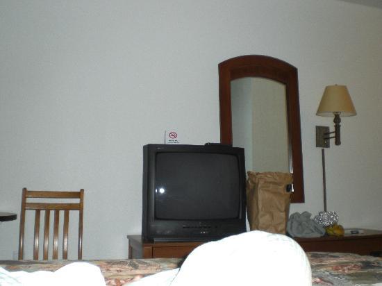 Super 8 Central PT Medford: plain room nothing great