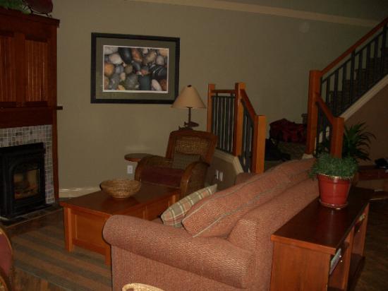 Long Beach Lodge Resort : cottage living room