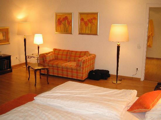 Villa Quisisana Suiten-Hotel & Spa: Bedroom number one sitting area...
