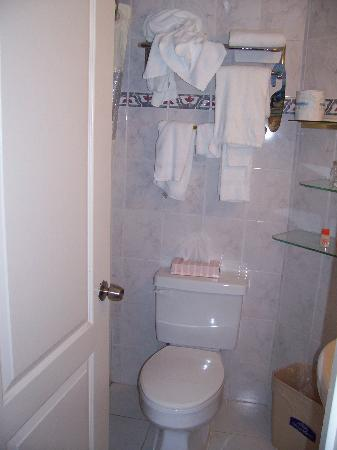 Howard Johnson Plaza Hotel - Ocean City Oceanfront: Bathroom
