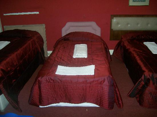Redcar Hotel: Family room beds