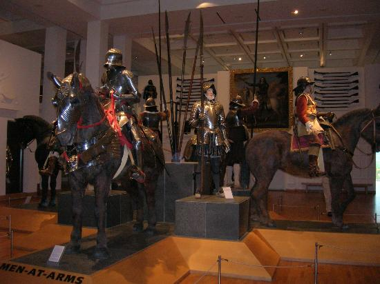 Royal Armouries Museum : Yes, I know that turning out the flashlight is illegal, sorry...