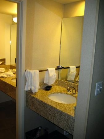 University Inn - A Staypineapple Hotel: Deluxe Room - Bathroom