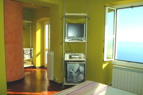 Piccolo Blu : ecco la nostra camera... da sogno! con un piccolo balcone per due sul blu