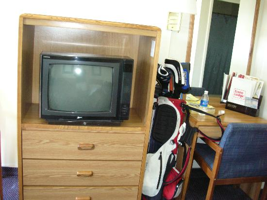 America's Best Travel Inn: T.V. & Desk at the Econo Lodge Reno