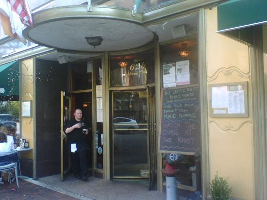 The Celtic Knot Public House: Entrance to the Celtic Knot, Evanston, IL.