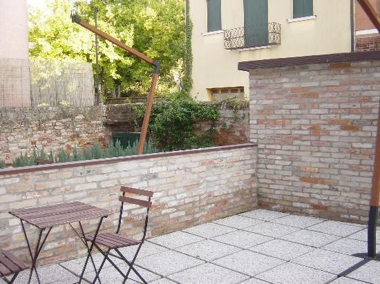 Alloggi Marinella: the backyard where we can sit and relax
