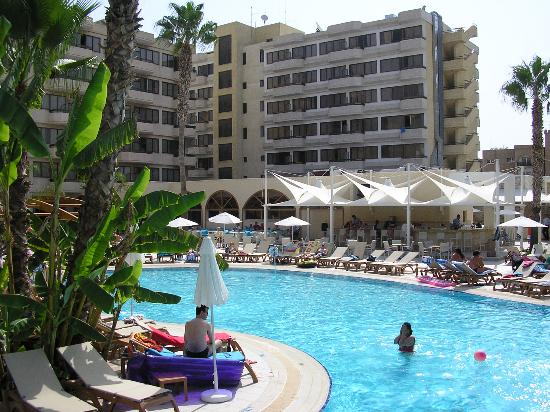 Atlantica Oasis Hotel: Large fanily pool