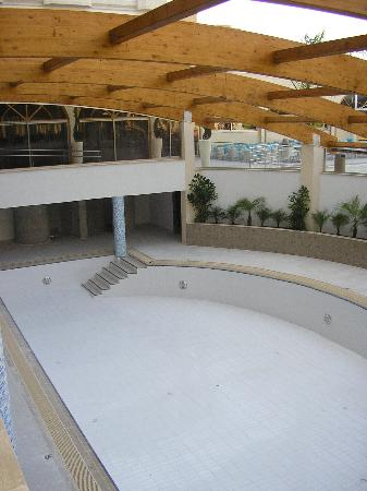 Atlantica Oasis Hotel: indoor pool. Not Finished