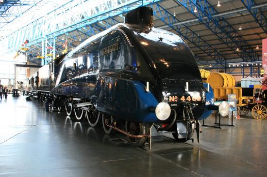 พิพิธภัณฑ์รถไฟแห่งชาติ: Mallard in main hall