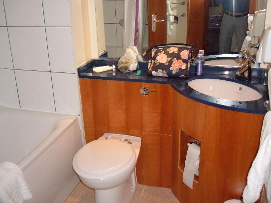 Premier Inn Blackpool East (M55, Jct4) Hotel: bathroom