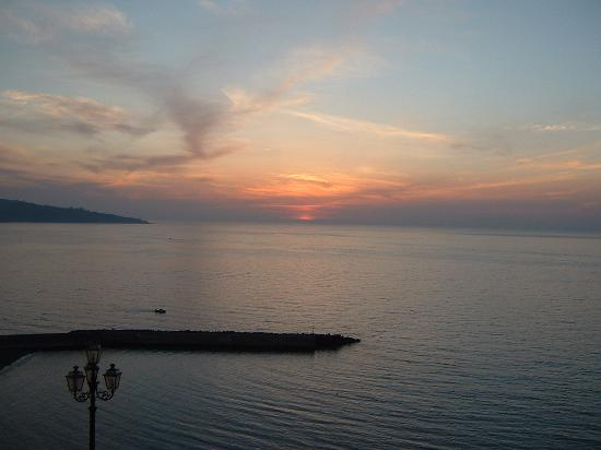 Meta, Italien: Sunset from my bedroom window