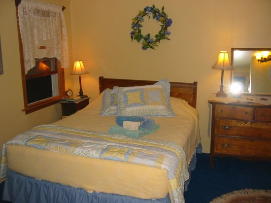 Stepping Stone Farm Bed and Breakfast: The Blue Hemlock Room