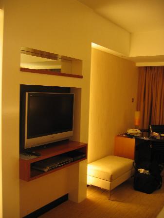 Royal Plaza Hotel: Superior-Zimmer mit Beleuchtung bei Nacht (2)
