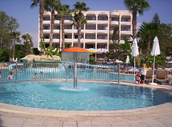 Atlantica Oasis Hotel: Pool area excellent and clean