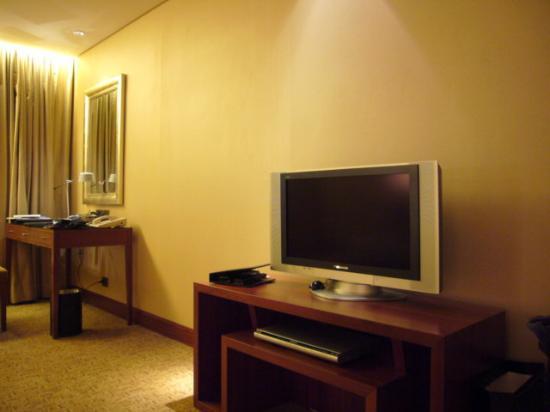 Sheraton Grand Taipei Hotel: LCD TV