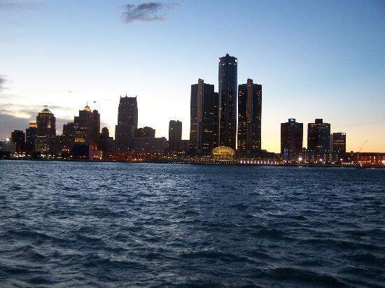 Windsor, Canadá: Motor City at Sunset.  Beautifu Pic