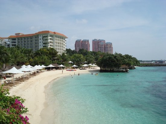 Shangri-La's Mactan Resort & Spa: private beach at the shangril la mactan island