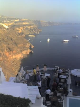 Phenix Hotel: wedding as the sun goes down-look at the cliff colours