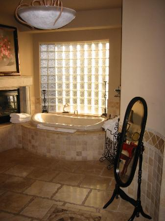 Adobe Grand Villas : the Bathroom