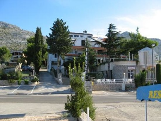 Starigrad-Paklenica, Croacia: Front View of Hotel