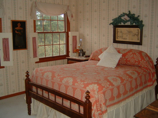 """""""Reflections"""" - A Bed and Breakfast Inn: The other double room"""