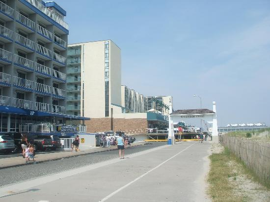 Olympic Beach Resort: The Boardwalk