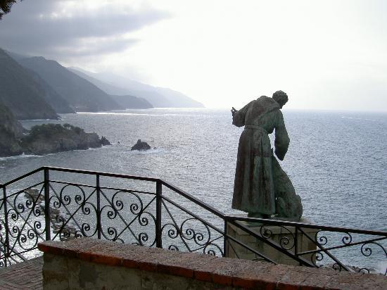 Hotel Villa Steno: Francis of Assisi statue