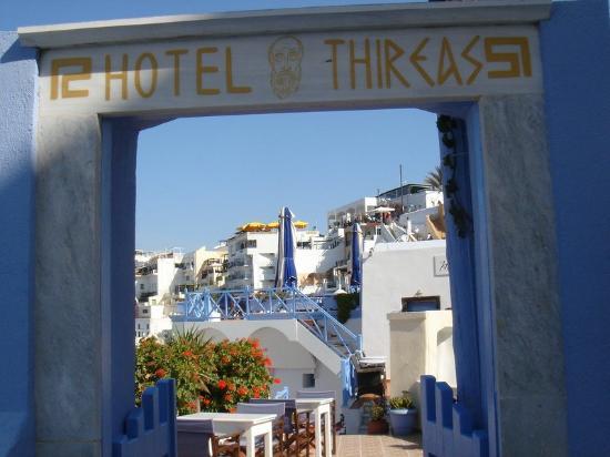 Hotel Thireas: Hotel Entrance