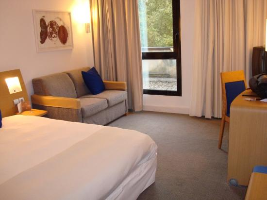 Novotel Paris Suresnes Longchamp: Bedroom