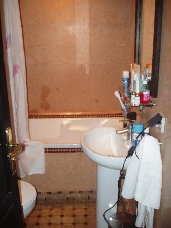 Hotel le Caspien: cuarto de baño