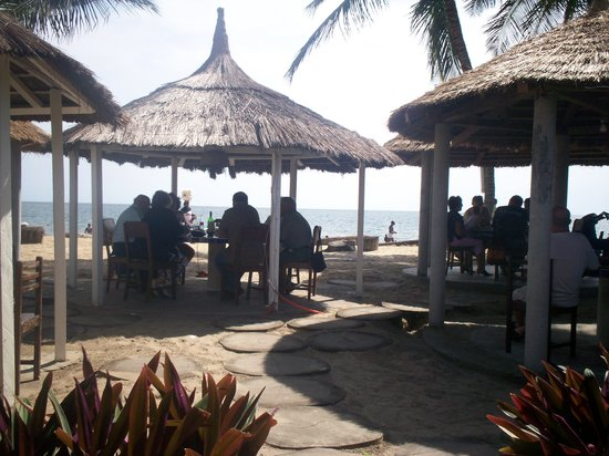 Libreville, Gabón: Image of tables from Tropicana on the Beach.