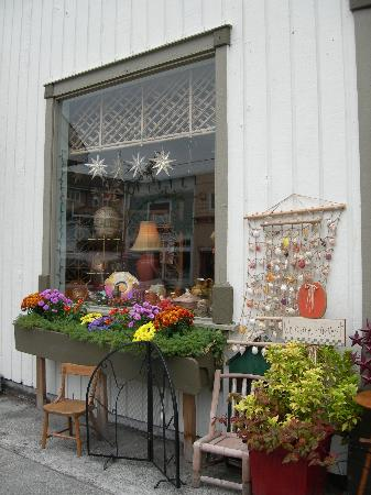 Northwest Language Cultural Center Guesthouse: Small shop in Langley