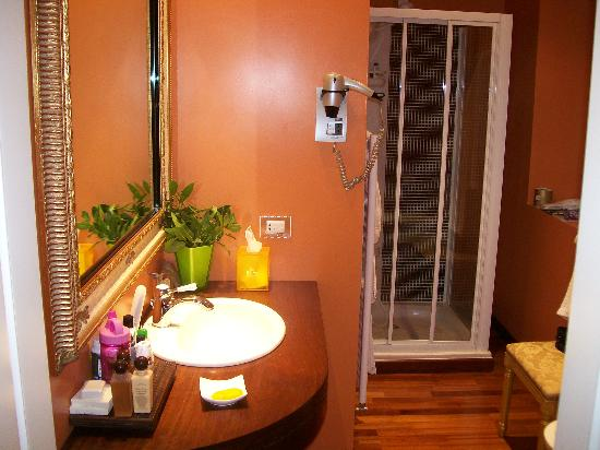 Hotel Noblesse: bathroom