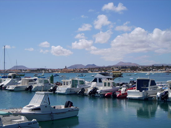 คอร์ราเลโฮ, สเปน: View over to mountains from Corralejo harbour