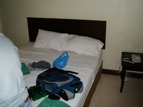Rambuttri Village Inn & Plaza: bed