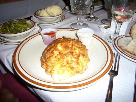 G & M Restaurant & Lounge: picture of a crabcake at G & M Restaurant