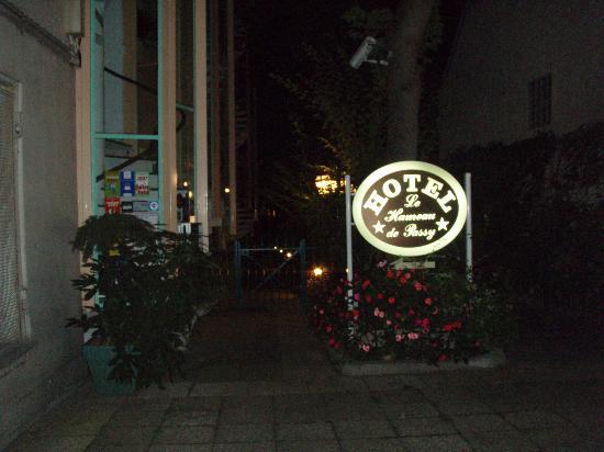 Hameau De Passy: Entrance to hotel