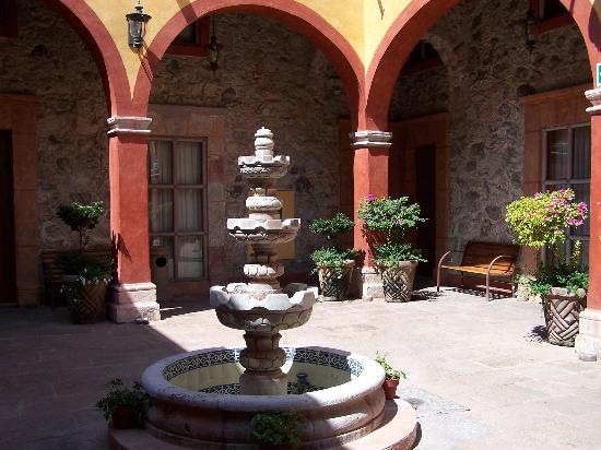 Hotel Quinta Santiago: Courtyard
