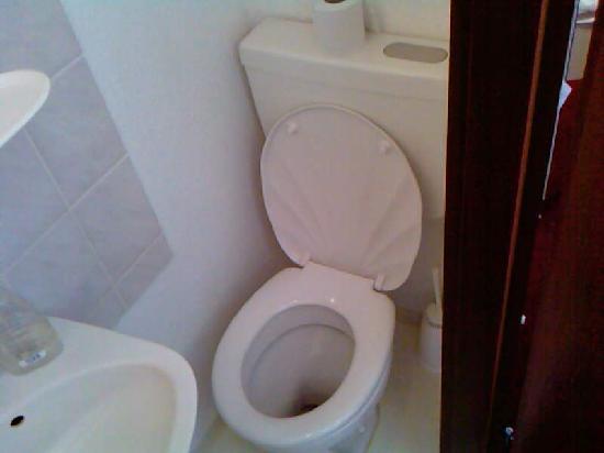 Relax-Hotel : Handwaschbecken und Toilette