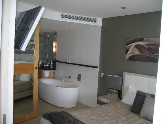 Oceans Mooloolaba: bedroom