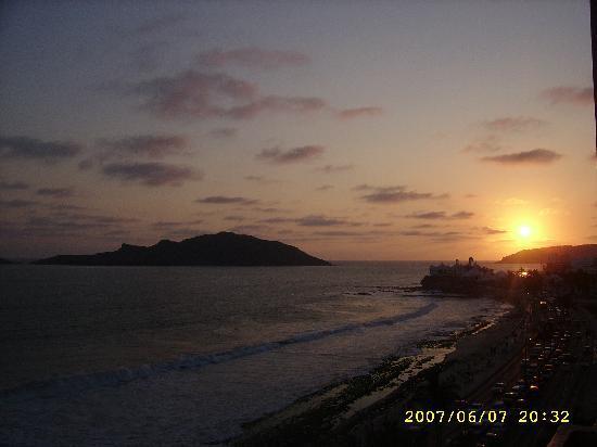 Hotel Don Pelayo Pacific Beach: atardecer