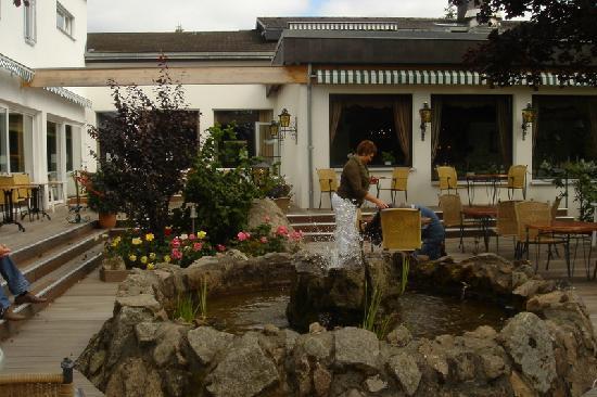 Parkhotel Flora : Outdoor terrace