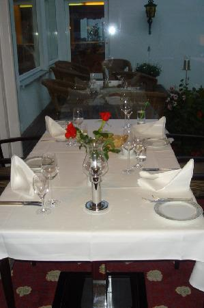 Parkhotel Flora: Table set for dinner