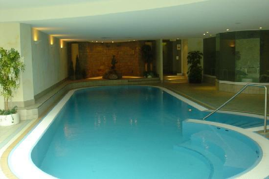Parkhotel Flora: Swimming pool