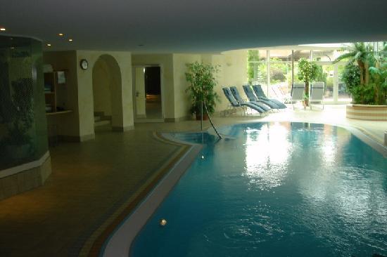 Parkhotel Flora : Swimming pool