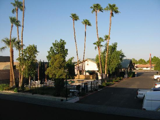 Yuma Cabana Motel: Pool area & Office